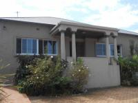 3 Bedroom 2 Bathroom in Cyrildene
