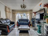 Lounges - 17 square meters of property in Birchleigh North