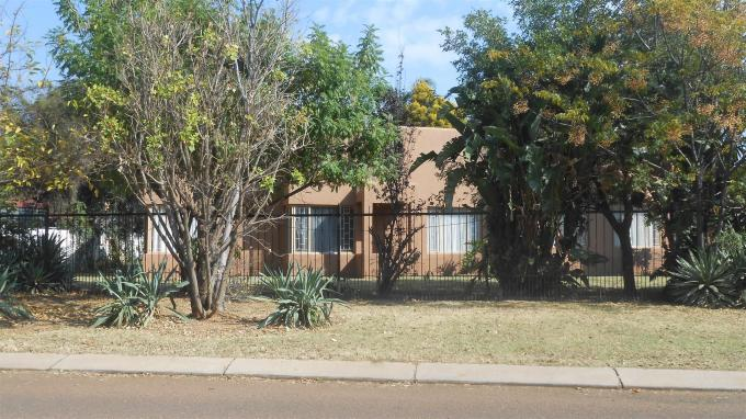 House for Sale For Sale in Centurion Central (Verwoerdburg Stad) - Private Sale - MR127541