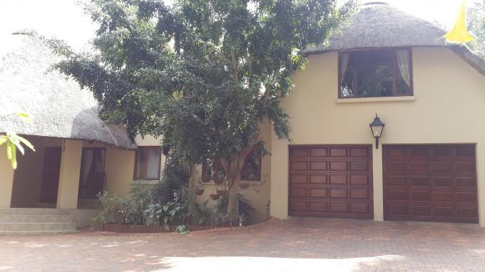4 Bedroom House For Sale in Bryanston - Home Sell - MR127579