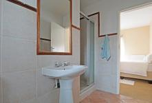 Main Bathroom - 5 square meters of property in Moreletapark