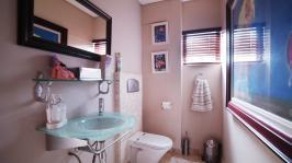 Bathroom 1 - 4 square meters of property in Silver Stream Estate