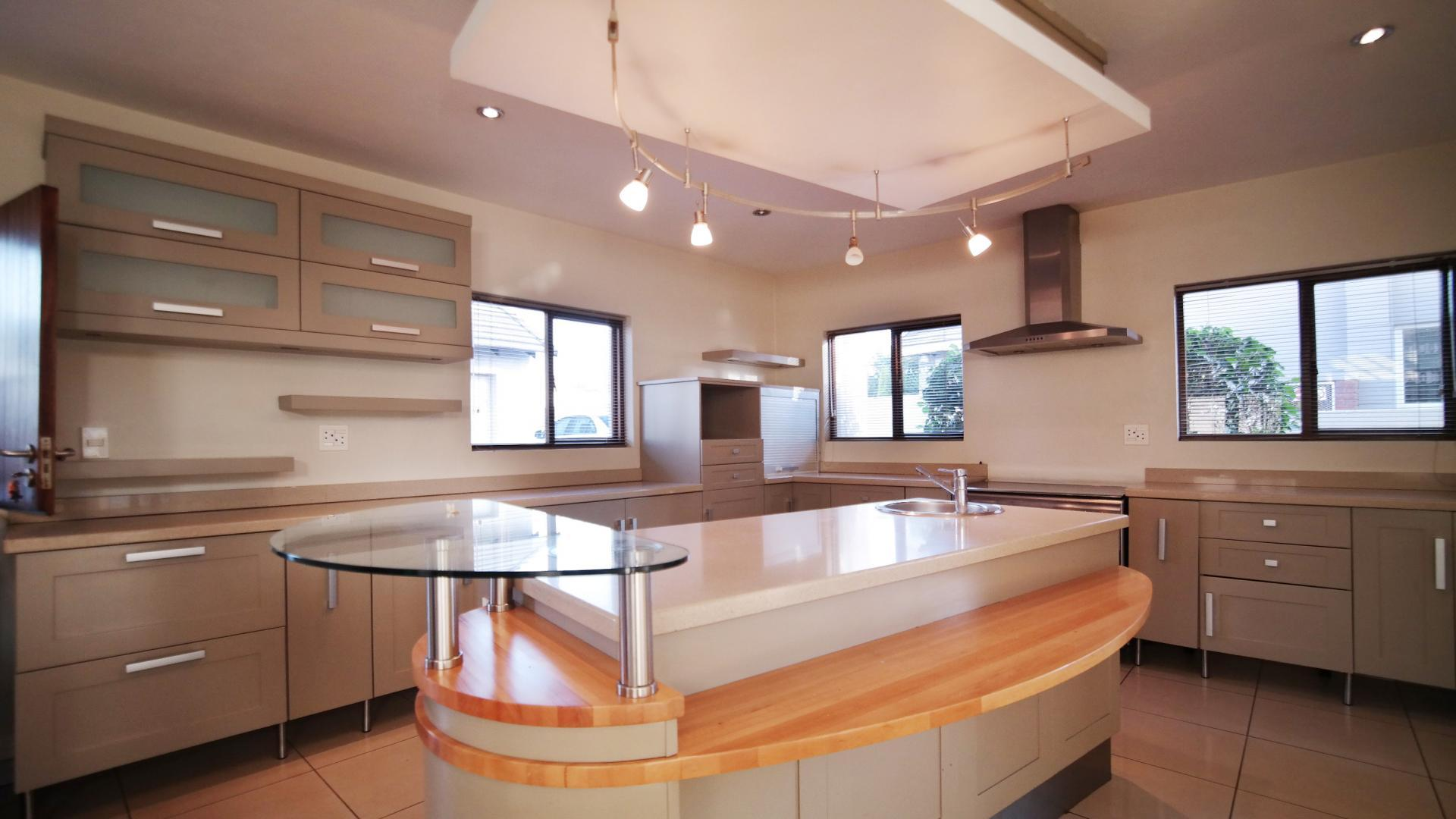4 bedroom house for sale and to rent for sale in woodlands for Kitchens gauteng