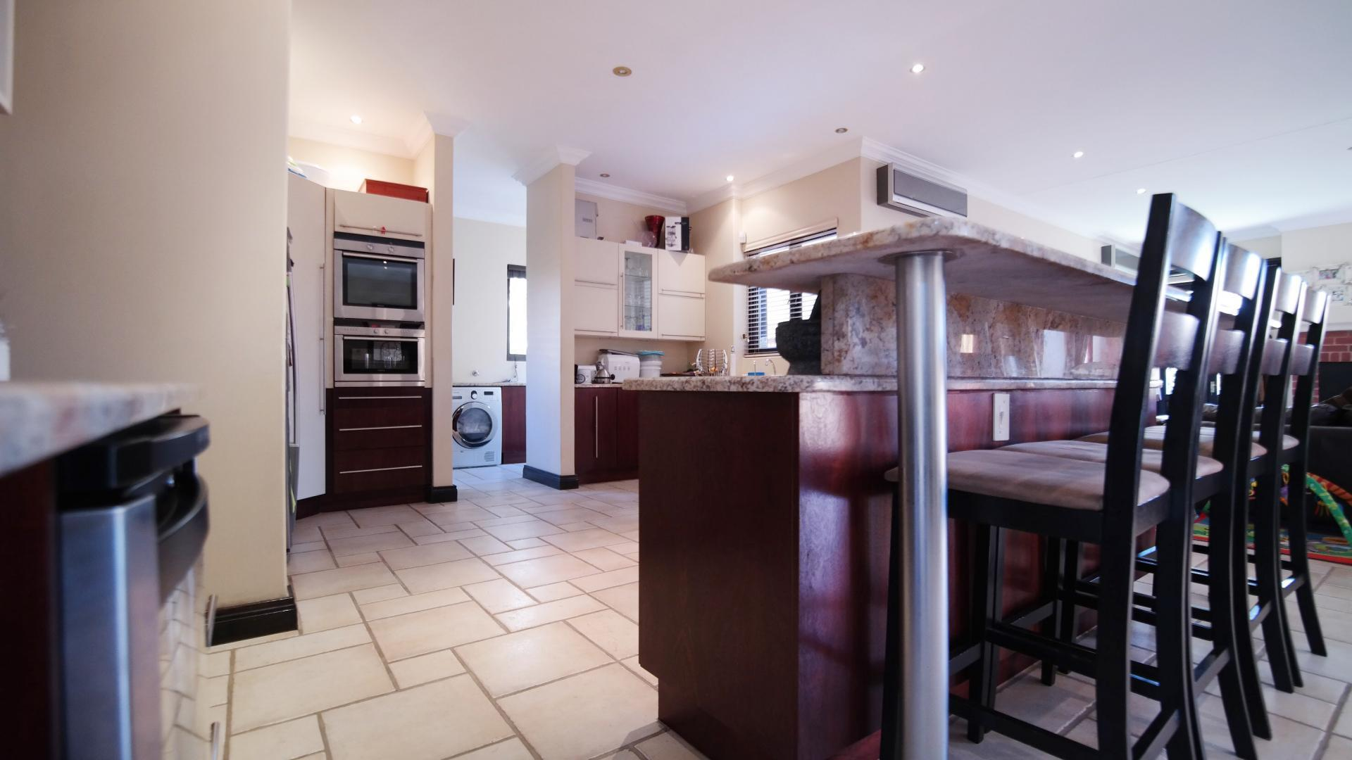 Kitchen - 33 square meters of property in Boardwalk Manor Estate