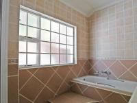 Bathroom 3+ - 54 square meters of property in Moreletapark