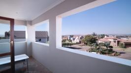 Balcony - 30 square meters of property in Willow Acres Estate