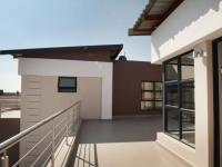 Balcony - 57 square meters of property in Silverwoods Country Estate