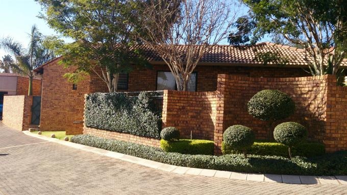 2 Bedroom House For Sale in Garsfontein - Home Sell - MR128389