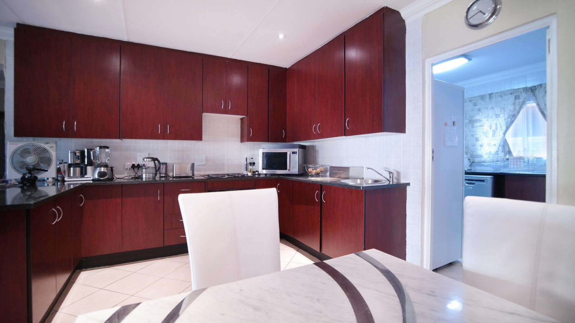 Kitchen - 21 square meters of property in Newmark Estate