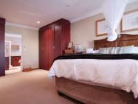 Main Bedroom - 30 square meters of property in Newmark Estate