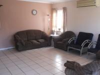 Lounges - 32 square meters of property in Amanzimtoti