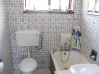 Bathroom 1 - 2 square meters of property in Amanzimtoti