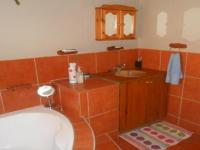 Main Bathroom - 5 square meters of property in Mnandi AH