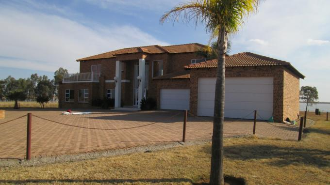 4 Bedroom House For Sale in Oranjeville - Home Sell - MR128487