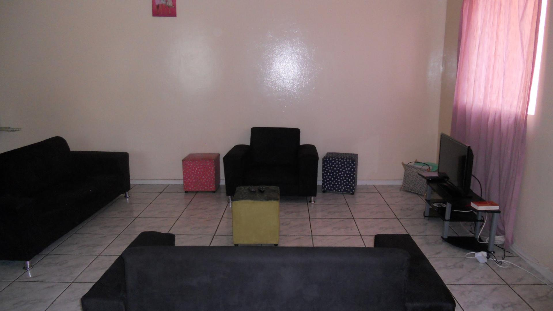 Lounges - 32 square meters of property in Pietermaritzburg (KZN)