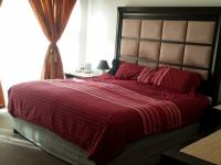 Main Bedroom - 20 square meters of property in Halfway Gardens