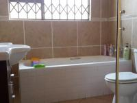 Bathroom 1 - 11 square meters of property in Halfway Gardens