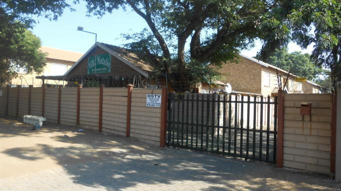 2 Bedroom Apartment For Sale in Rustenburg - Private Sale - MR128792