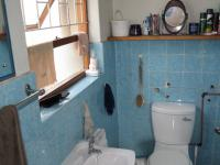 Main Bathroom - 2 square meters of property in Kraaifontein