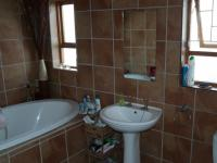 Bathroom 1 - 10 square meters of property in Kraaifontein