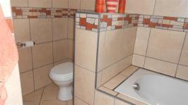 Main Bathroom - 7 square meters of property in Bashewa