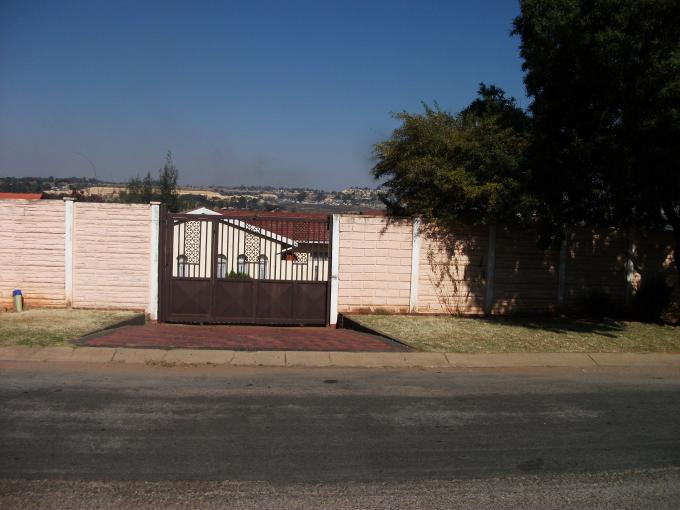 Standard Bank EasySell 3 Bedroom House For Sale in Lindhaven - MR128879