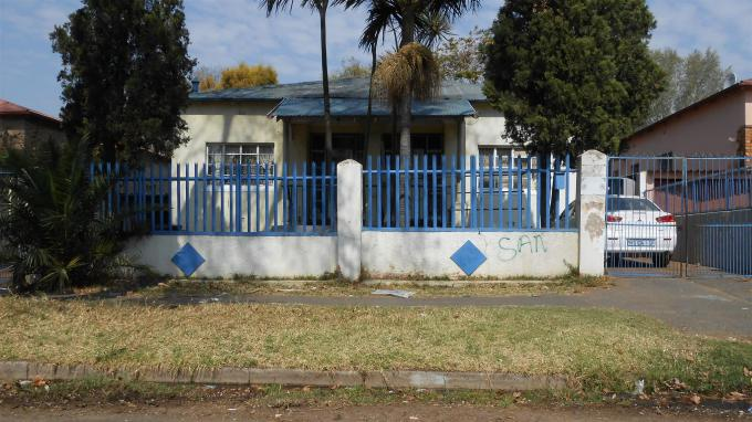 Standard Bank EasySell 3 Bedroom Cluster For Sale in Bezuidenhout Valley - MR128883