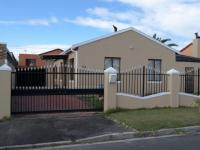 3 Bedroom 2 Bathroom in Cape Town Centre
