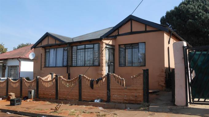 Standard Bank EasySell 4 Bedroom House For Sale in Malvern - MR128998