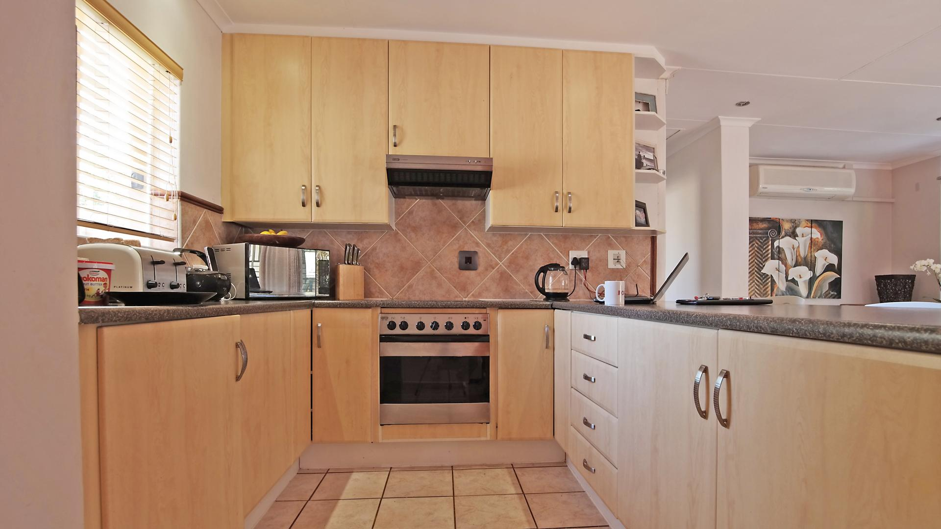Kitchen - 15 square meters of property in Moreletapark