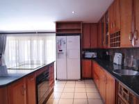 Kitchen - 19 square meters of property in Willow Acres Estate