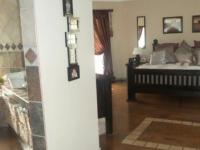 Main Bedroom - 27 square meters of property in Pretoria Central