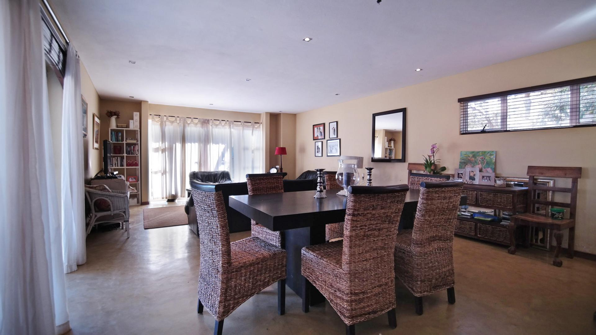 Dining Room - 17 square meters of property in Olympus Country Estate