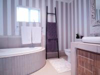Bathroom 1 - 8 square meters of property in Silver Lakes Golf Estate