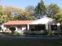 3 Bedroom 2 Bathroom in Douglasdale