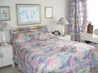 Main Bedroom of property in Plettenberg Bay