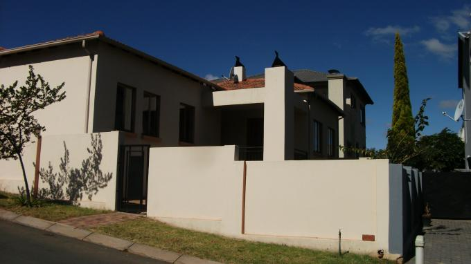 4 Bedroom House For Sale in Strubensvallei - Private Sale - MR129414