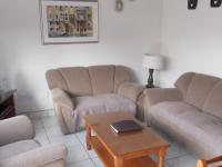 Lounges - 16 square meters of property in Uvongo