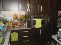 Kitchen - 5 square meters of property in Die Hoewes