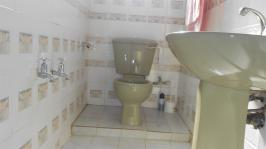 Bathroom 1 - 2 square meters of property in Laudium