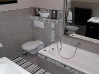 Bathroom 1 - 7 square meters of property in Hout Bay