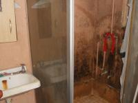 Bathroom 1 - 3 square meters of property in Chatsworth - KZN
