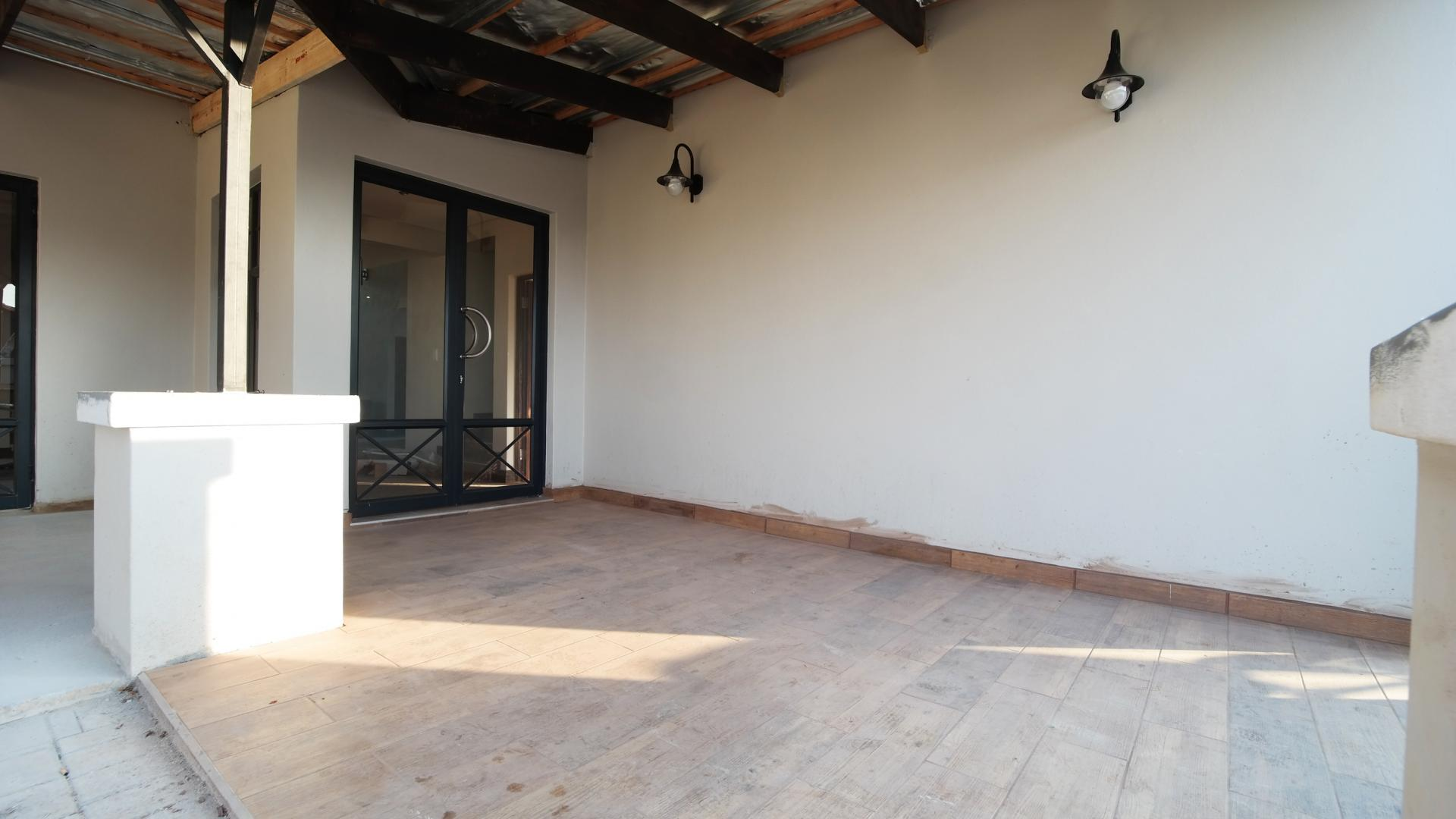 Patio - 41 square meters of property in Newmark Estate