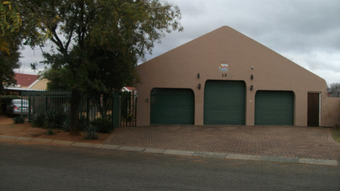 6 Bedroom House for Sale For Sale in Randfontein - Home Sell - MR129949