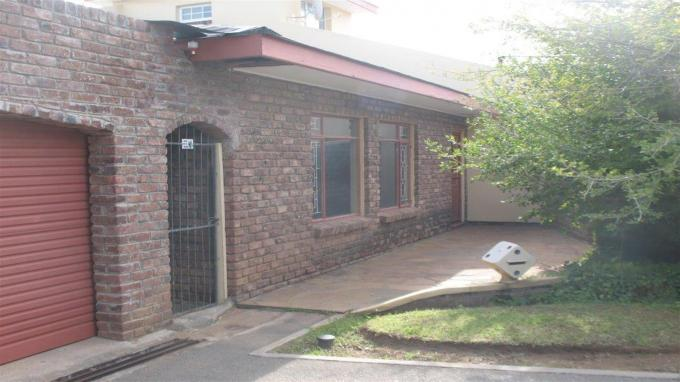 Standard Bank EasySell 3 Bedroom House For Sale in Cradock - MR129976