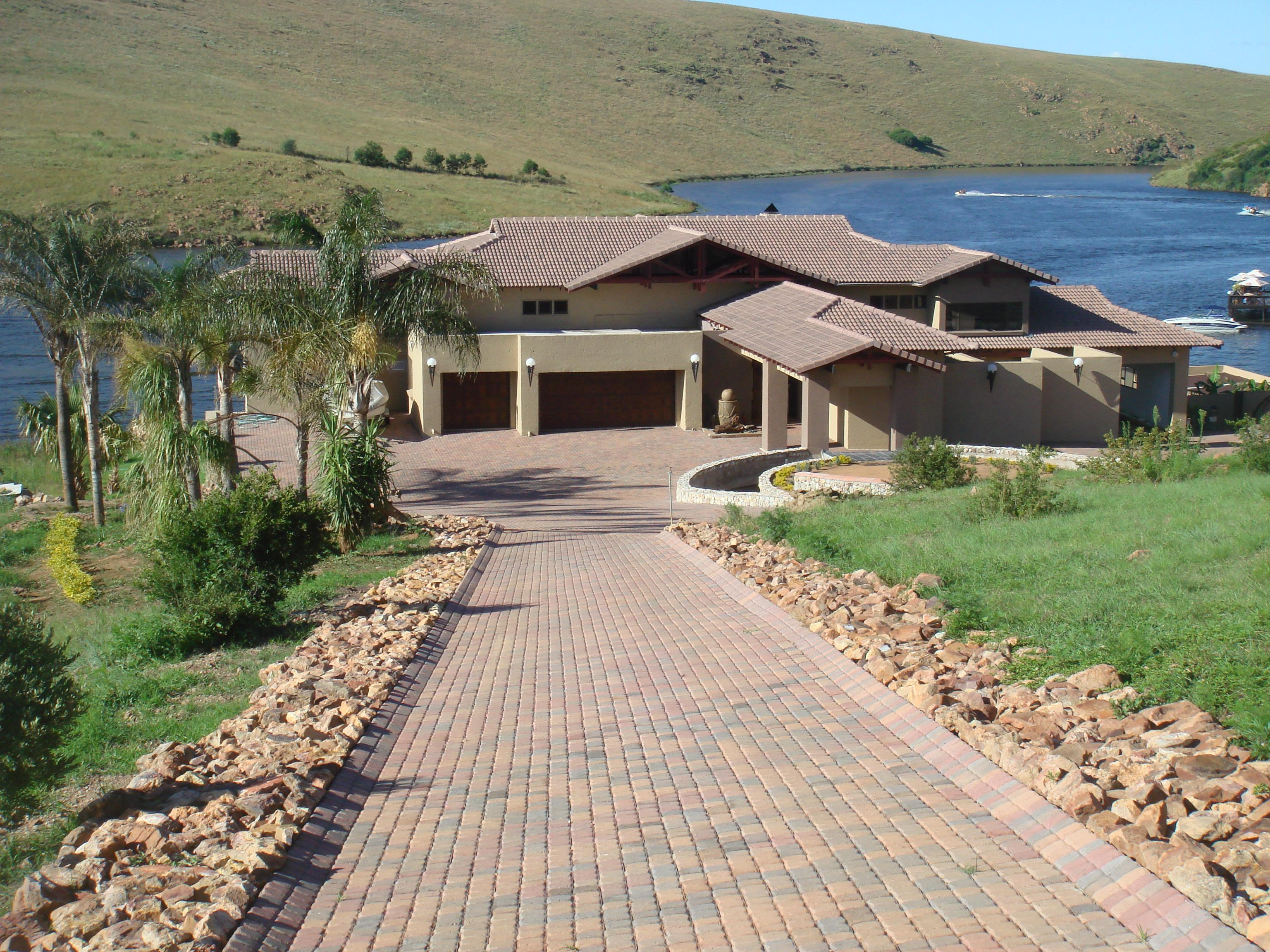 5 Bedroom House for Sale For Sale in Emalahleni (Witbank)  - Private Sale - MR129991