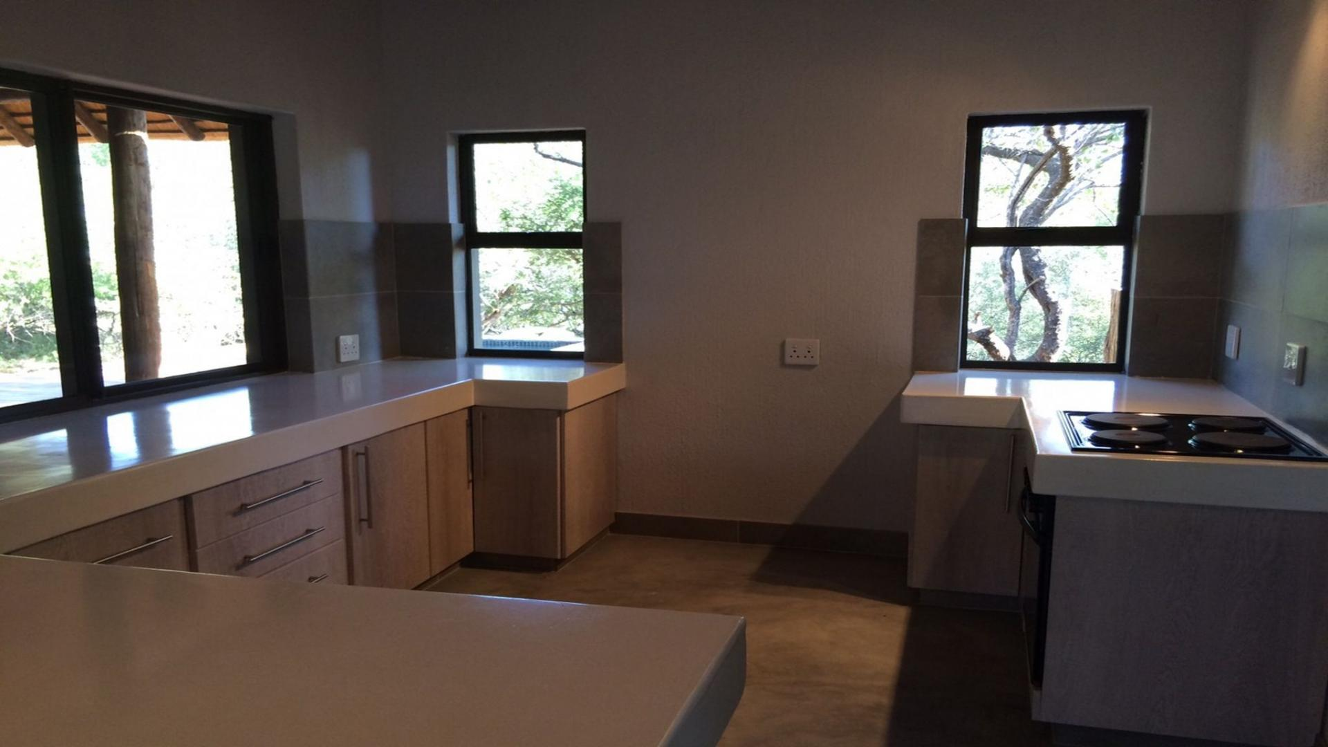 Kitchen - 17 square meters of property in Hoedspruit