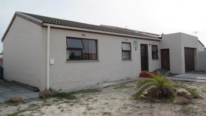 3 Bedroom House For Sale in Mitchells Plain - Private Sale - MR130051