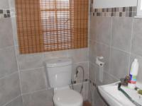 Bathroom 3+ - 5 square meters of property in Van Riebeeckpark