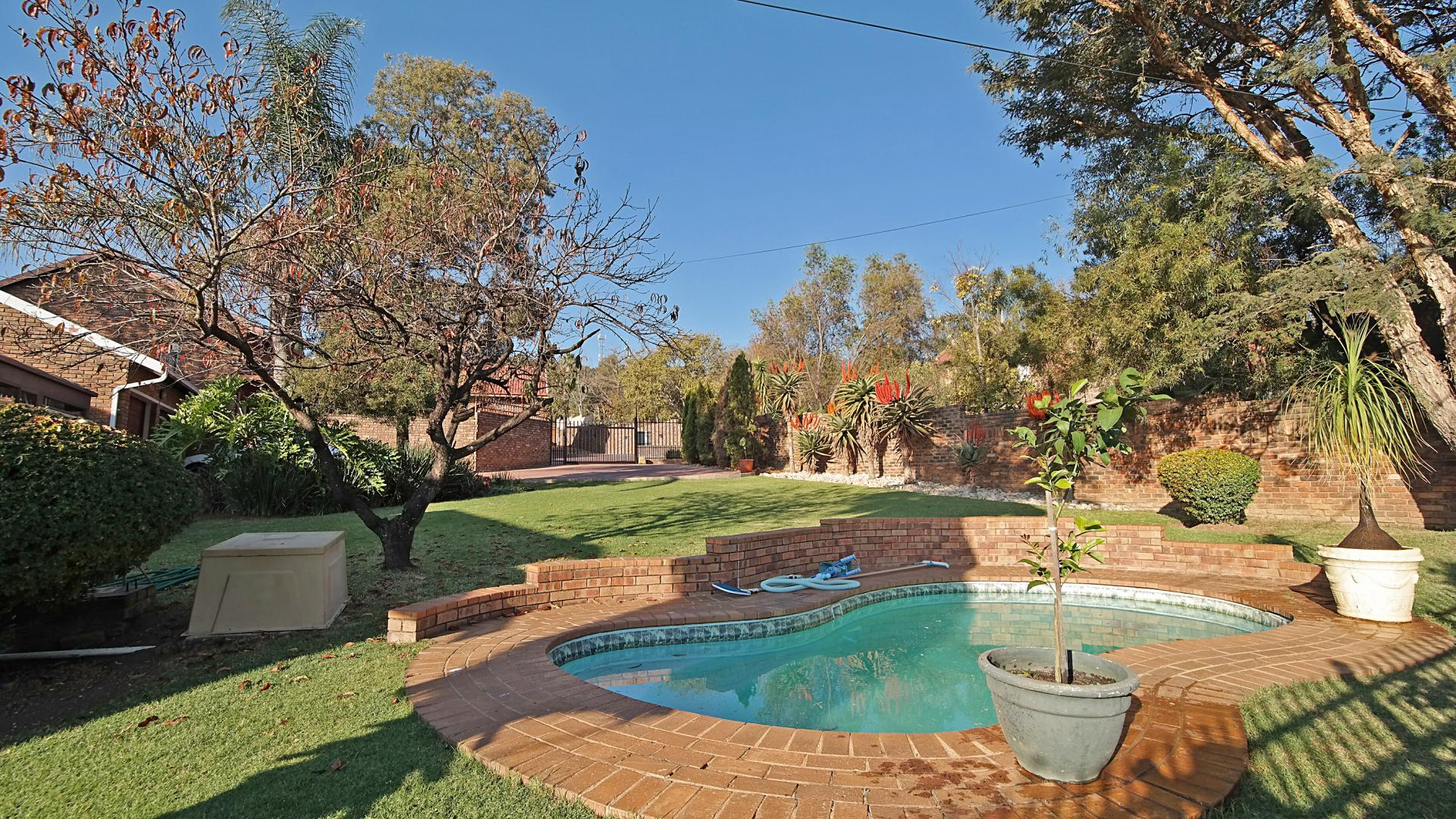 3 bedroom duet for sale for sale in moreletapark private for Landscaping rocks for sale johannesburg